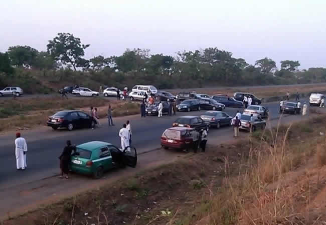 A file photo showing dozens of motorists parked by the road side along Abuja-Kaduna Expressway on hearing a report of kidnapping operation ahead