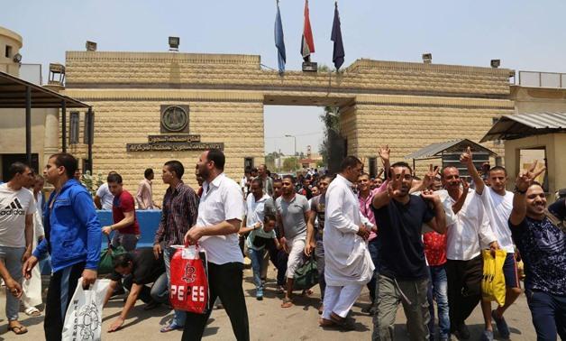 Egypt pardons 305 prisoners on October war victory