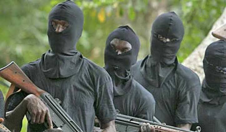 Just in: Gunmen in military clothes abduct journalist