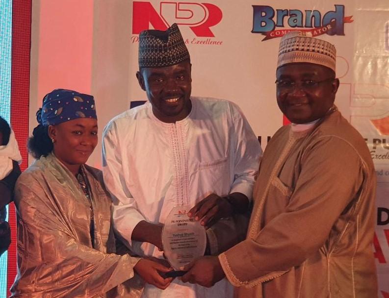 NIPR President, Mukhtar Sirajo presenting the PR-Personality-of-the-Year award to Yushau Shuaib of PRNigeria at Sheraton Hotel, Lagos.