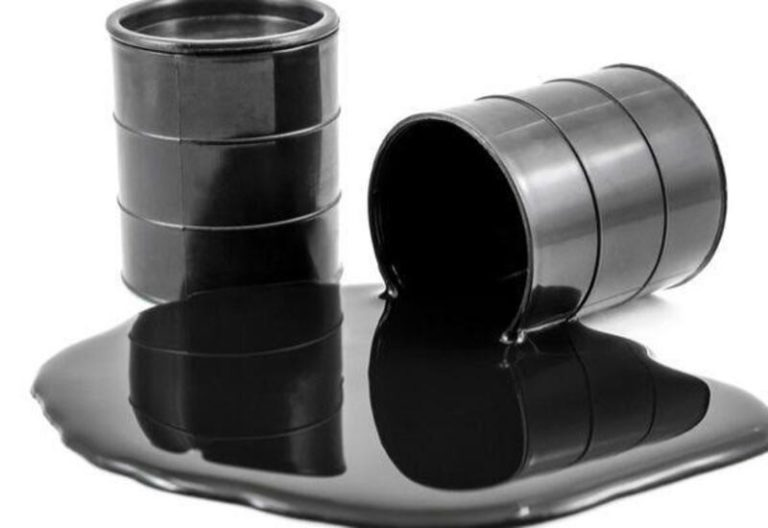 Price of crude oil hits 18-year low as lockdowns diminish demand in U.S