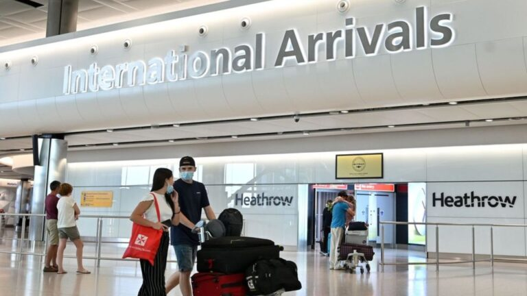 UK to ease quarantine rules for vaccinated travellers