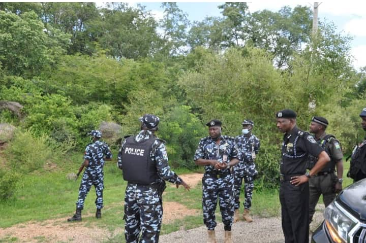 Kano Commissioner of Police Habu Sani addressing policemen in Falgore Forest in July, 2020.