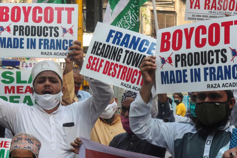 Muslims resume protests against Prophet Muhammad's cartoons