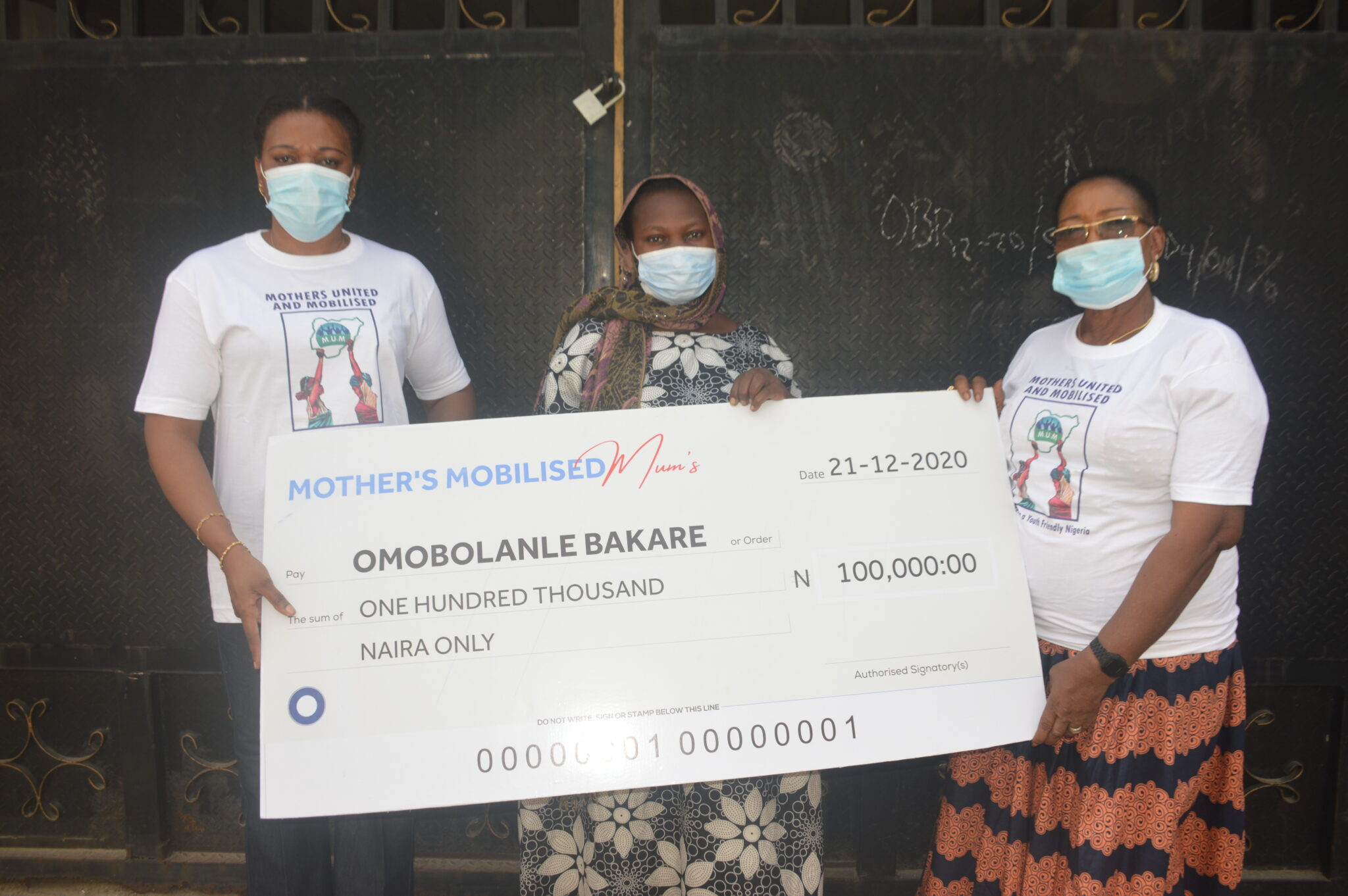 Presenting a cheque to support Omobolanle Bakare, (Middle) whose husband, Kareem Rasheed, was killed by stray bullet during the EndSARS protest in Lagos.