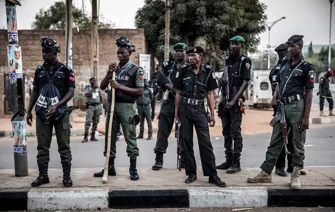 Police arrest 10 over traffic robbery in Lagos