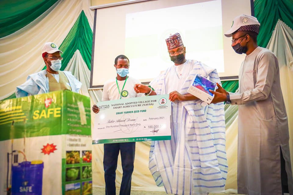 Minister for Communications and Digital Economy, Dr Isa Ali-Pantami, empowering 140 farmers with Smart device, fertilizer, pesticides, among other items, and N100,000, at the end of the training.