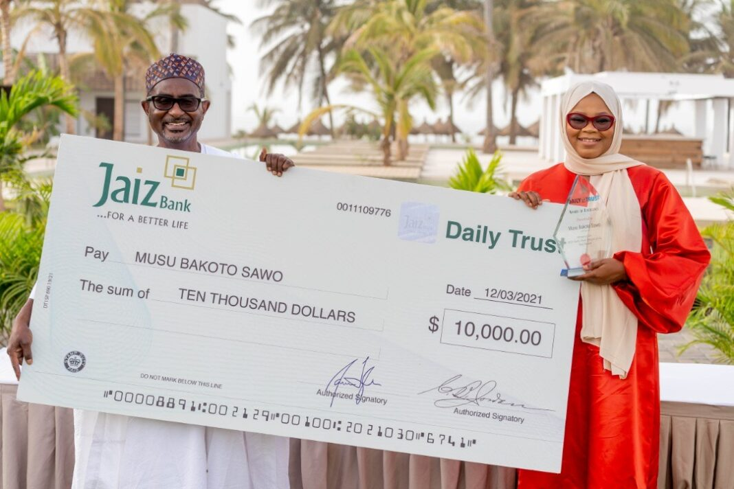 Ms Sawo received the award, which came with it a cash prize of $10,000, from the chairman of the Board of Directors of Media Trust Limited, Kabiru Yusuf, who handed the cheque and award plaque to the awardee on behalf of the chairman of the Selection Board of the Daily Trust African of the Year Award, Festus Mogae.