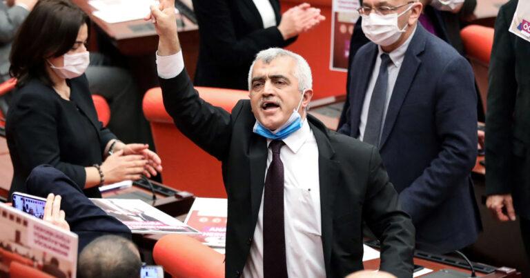 Turkey begins trial of top pro-Kurdish politician, others