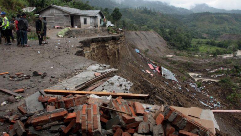 7 die, one missing in landslide at Indonesian mining site