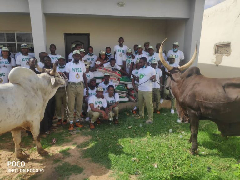 President Muhammad Buhari, on Tuesday, in Daura donated N1million, two cows and 20 bags of rice to National Youth Service Corps (NYSC) members serving in Daura Local Government Area of Katsina State.