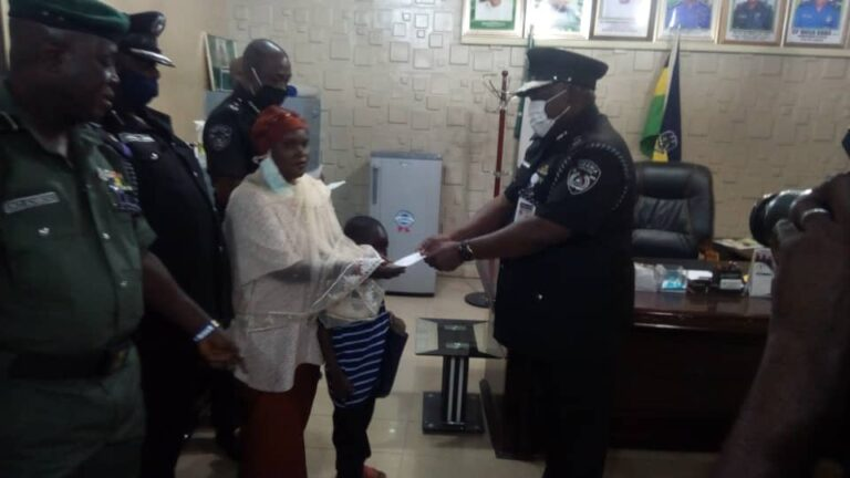 Police present N6.9m to families of dead officers in Kebbi