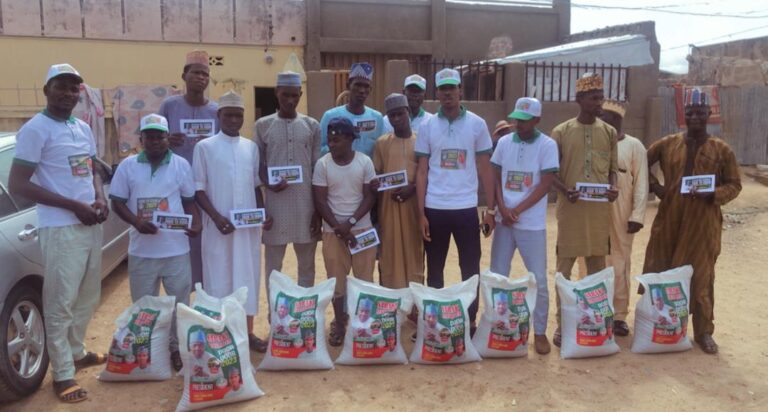 Farmers excited as pro-Saraki group donates fertilizers to farmers in 7 states