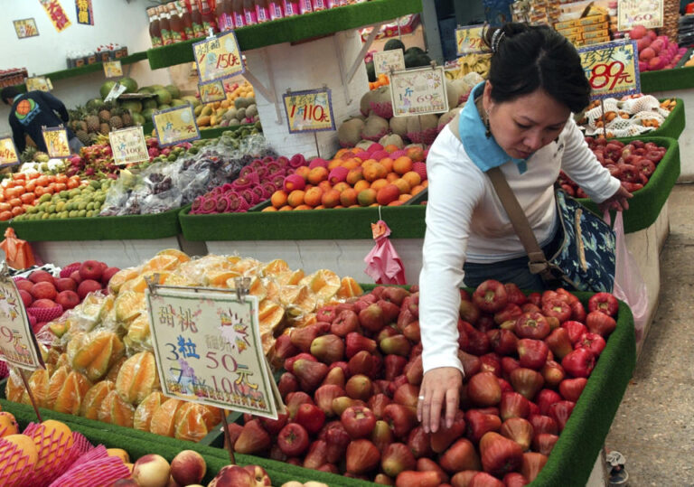 Taiwan frowns at China's sudden import ban on apples