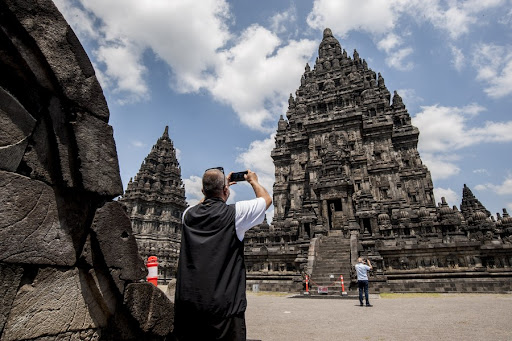 Indonesia reopens tourist islands to visitors from 19 countries