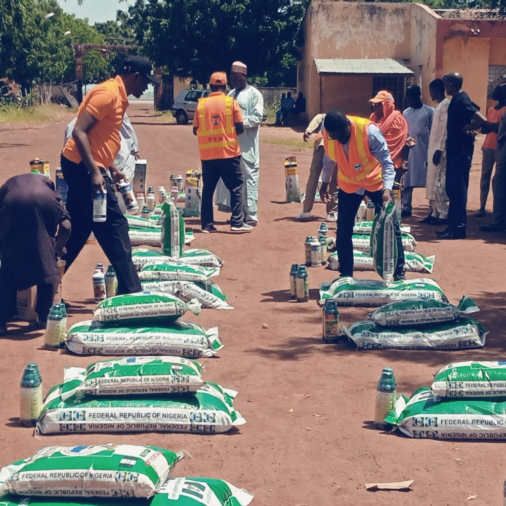 NEMA distributes fertilizers, seeds to 7,146 flood victims in Zamfara