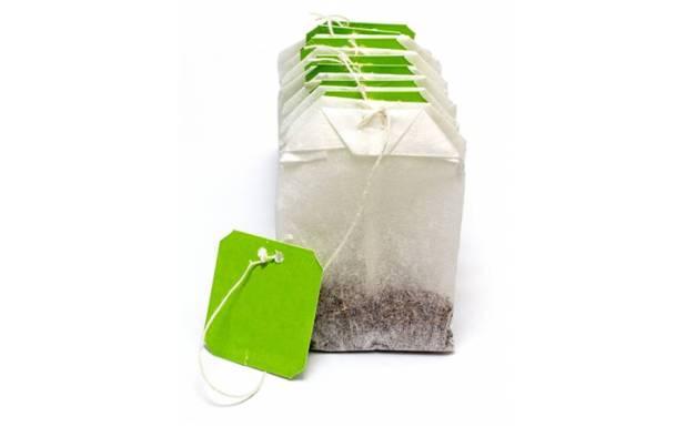چائے کے استعمال شدہ ٹی بیگ کا وہ بہترین فائدہ جو آپ کی زندگی آسان بنا دے