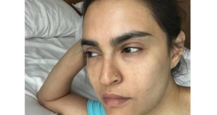 """""""استغفار!!! کام والی سے بھی بدتر حالت ہے اور۔۔۔"""" نادیہ حسین نے میک کے بغیر تصویر پوسٹ کر کے 'اصل' چہرہ دکھایا تو سوشل میڈیا صارفین اخلاقیات ہی بھول گئے، نادیہ حسین نے انتہائی گھٹیا کمنٹس شیئر کئے تو پاکستانی آگ بگولہ ہو گئے"""
