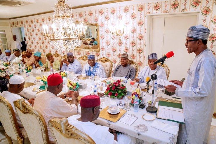 CHECK OUT!!! Saraki meets with Buhari in Aso Rock [PHOTOS] CHECK OUT!!! Saraki meets with Buhari in Aso Rock [PHOTOS] D6jPzdyXsAETTay