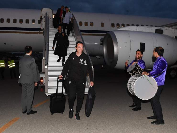 arsenal squad arrives in baku ahead of europa league final [photos] Arsenal squad arrives in Baku ahead of Europa League final [PHOTOS] D7beB7EWwAA ZTX
