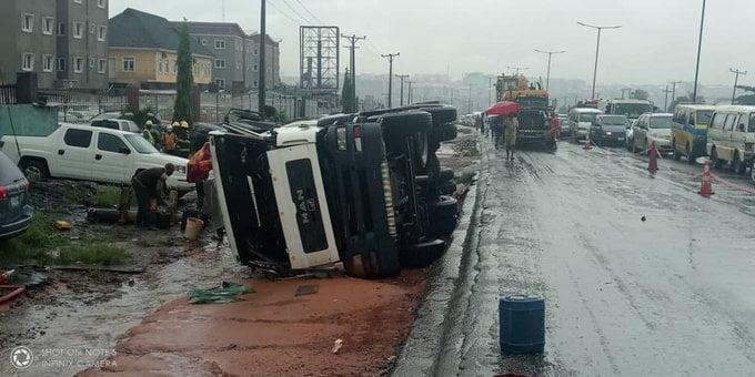 Lagos battles to avoid explosion as 45,000L petrol tanker falls on Otedola Bridge tanker