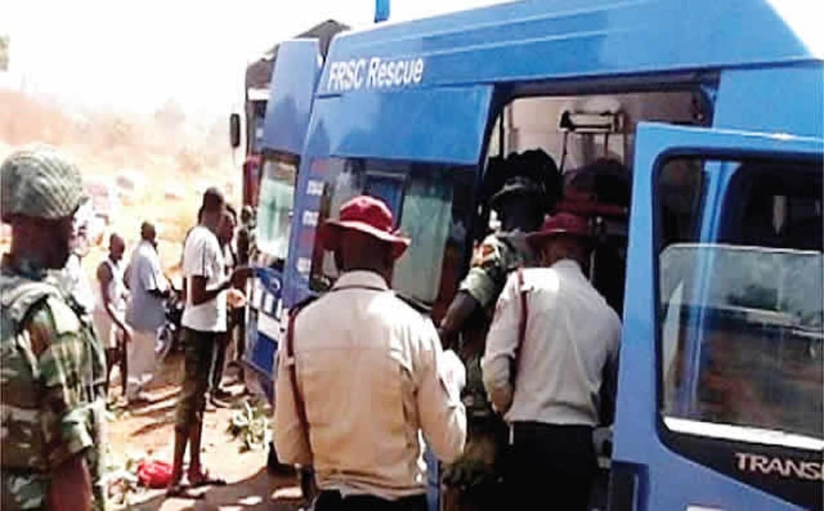 , Auto crash claims six lives in Ondo, Effiezy - Top Nigerian News & Entertainment Website