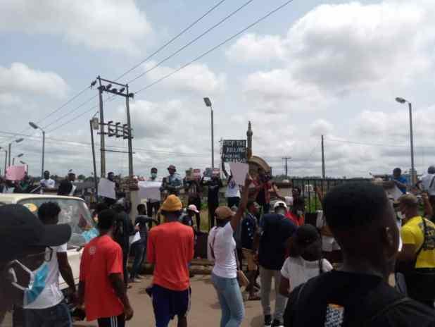 IMG 20201013 WA0005 1 1 - End SARS protesters in Osun shut down Osogbo, Ile-Ife road