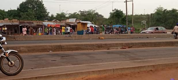 IMG 20201019 065359 494 scaled - End SARS: Passengers face hardship in Edo as protest shuts down state