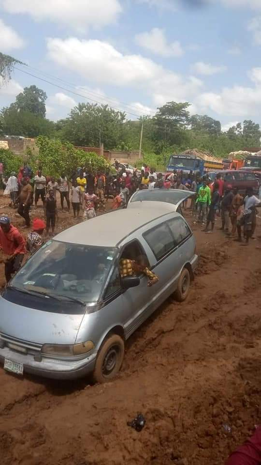 Osinbajo flies over deplorable Akure/Ado road to attend Ekiti summit [PHOTOS]