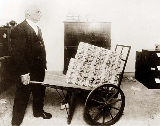 https://i1.wp.com/dailyreckoning.com/dr-content/uploads/2014/11/Wheelbarrow-of-Money.jpg