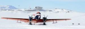 C'est lors d'observations réalisées par avion, au départ de la Station polaire belge Princess Elisabeth que l'étonnante structure circulaire a été découverte. © International Polar Foundation, Jos van Hemelrijck