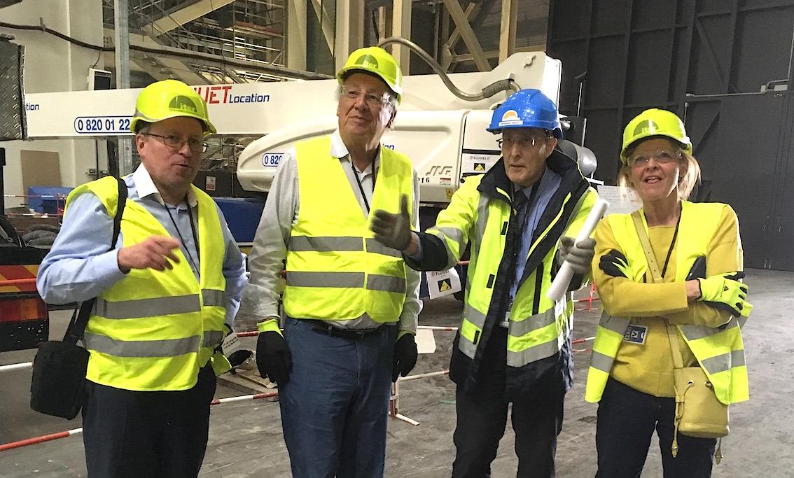 A côté de M. Bigot (casque bleu), on reconnait l'ancien Commissaire européen belge à la Recherche, Philippe Busquin.