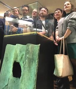 Réunion de famille pour les enfants et petits-enfants d'Eudore Schmitz, lors de l'inauguration de la nouvelle météorite belge au Muséum des Sciences Naturelles, à Bruxelles.
