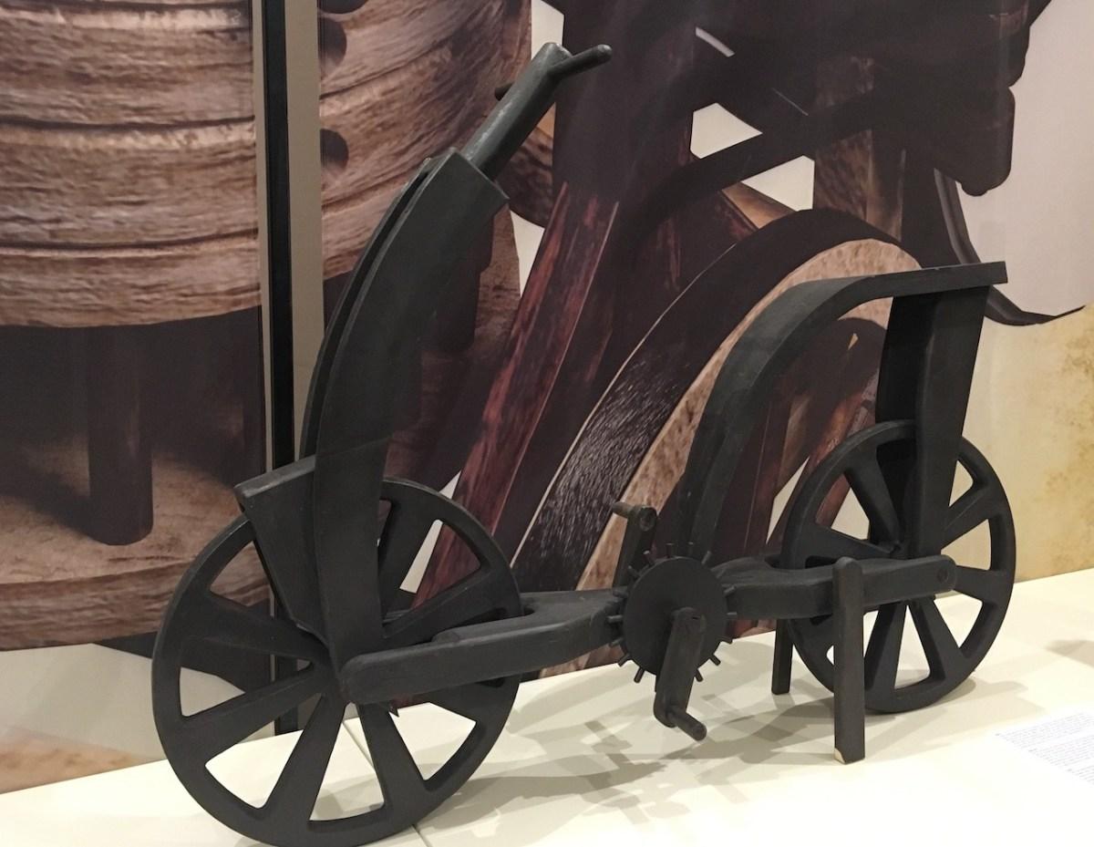 Léonard Inventeur du vélo? Une controverse existe à ce sujet.