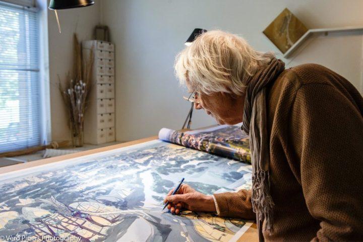 Luc Schuiten dans son atelier. © V.P.