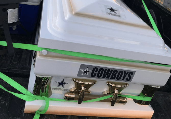 Eagles Fan Brings A Casket To Sunday Night Football Game Vs Dallas Cowboys Daily Snark