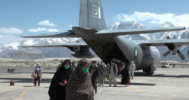 پاک فضائیہ کا سی -130 طیارہ دالبندین سے زائرین کو لے کر اسکردو پہنچ گیا