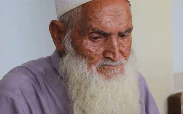 مالاکنڈ کے 74 سالہ سید محمد خان نے بی اے کرنے کی ٹھان لی