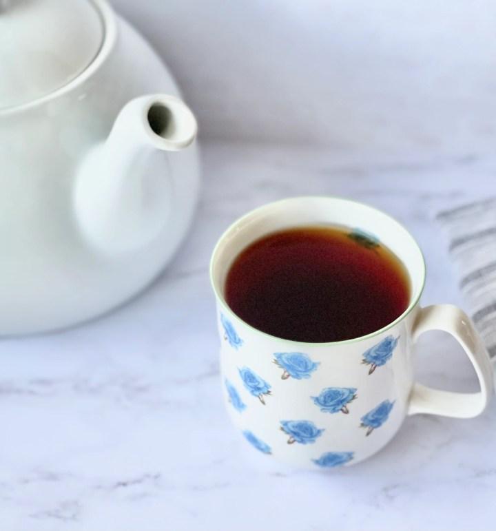 english breakfast tea with teapot