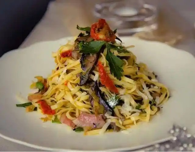 Fresh Linguine with Mixed Mushrooms, Leeks and Pancetta