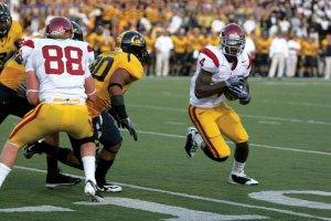 Rebound · Junior Joe McKnight had two touchdowns against Cal. - Dieuwertje Kast | Daily Trojan