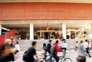 Book Drop · The USC Pertusati Bookstore recorded a 0.7 percent drop in October sales, but officials are optimistic sales will increase over the course of the coming months. - Geo Tu | Daily Trojan