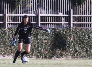 Can't do it all · Goalie Kristin Olsen did all she could to stop the UCLA attack, but the Women of Troy offense couldn't stay in the game. - Mike Lee | Daily Trojan