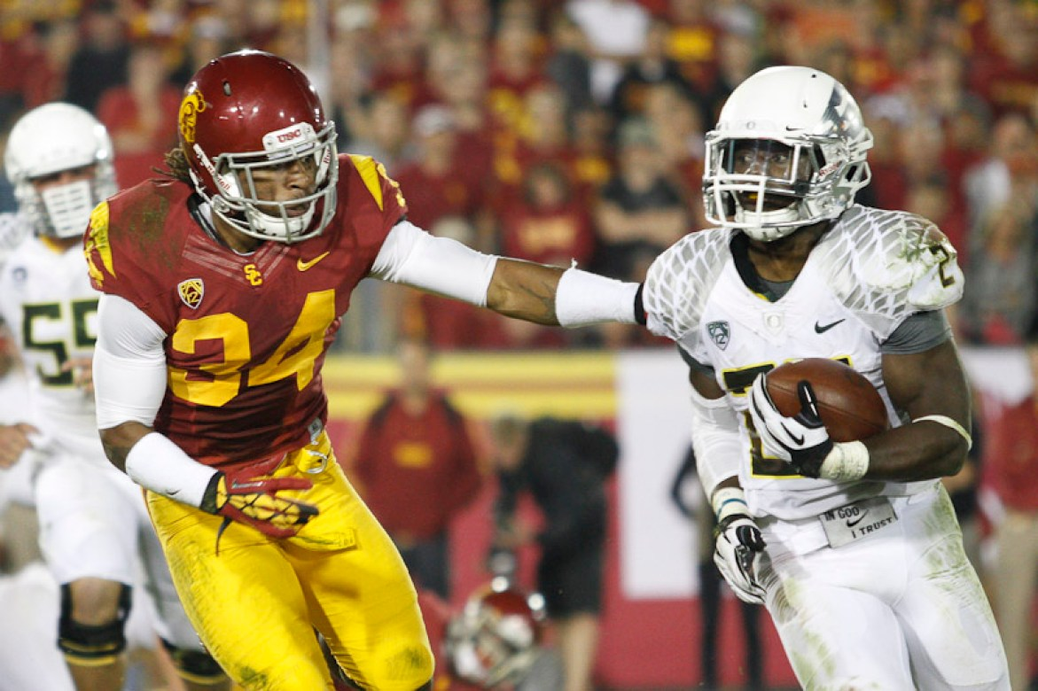 USC's Tony Burnett pursues Oregon's Kenjon Barner