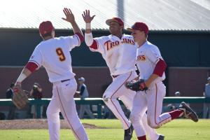 Upswing · USC freshman outfielder Timmy Robinson (center) has had plenty to cheer about after his recently snapped 12-game hitting streak. - Joseph Chen | Daily Trojan