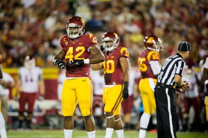 Men in the mirror · USC's defense is trying to figure out what went wrong last week when they conceded 62 points against Arizona State. - Ralf Cheung | Daily Trojan