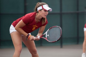 Break the chain · Freshman Zoë Katz has lost her last four singles matches, but hopes to get back to her winning ways this weekend. The Los Angeles native is currently ranked No. 101 in the nation.  - Ralf Cheung | Daily Trojan