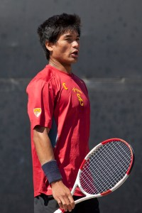 Snap out of it · Senior co-captain Ray Sarmiento has gone 2-4 in Pac-12 play this season, but looks to improve his conference record this weekend. - Ralf Cheung | Daily Trojan