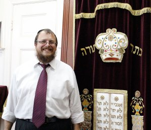 United · Rabbi Dov Wagner of Chabad @ USC enjoys hosting the Jewnity event at the Chabad house becaues it creates a family-friendly environment. - Jessica Magana | Daily Trojan