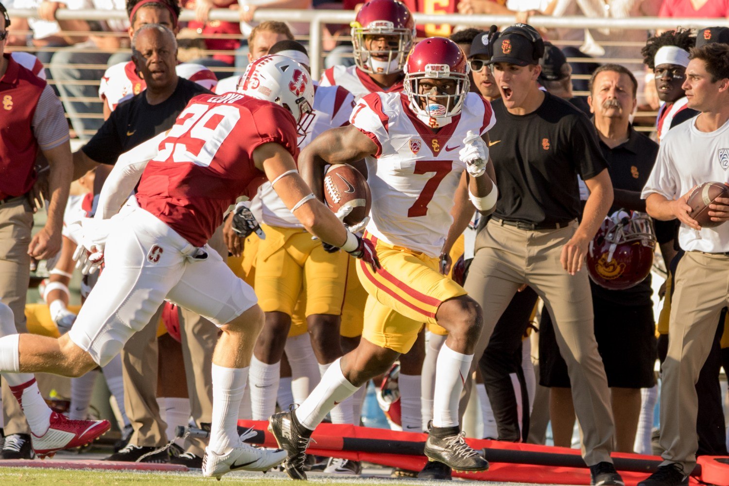 Nick Entin | Daily Trojan Sophomore tight end Tyler Petite runs for extra yards after catching a pass while Stanford coaches react in frustration. The play set up a touchdown run by Ronald Jones II early in the second half.